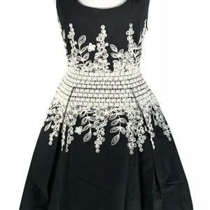 Max Studio Dress M Black White Box Pleated Floral
